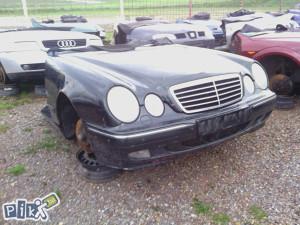 Prednjica Mercedes Benz auto otpad ZUKAN