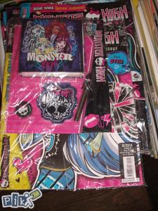 Monster high / sa igračkom