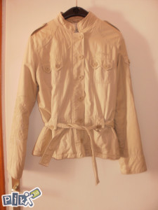 ženska moderna jakna, postavljena M vel.