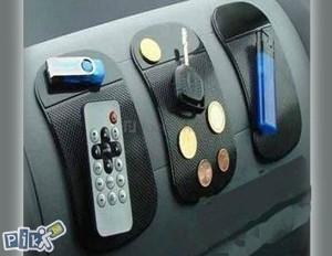 Anti-slip silikonska podloga za auto crna