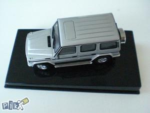 Original Mercedes Benz G klasa model 1:43 srebrni
