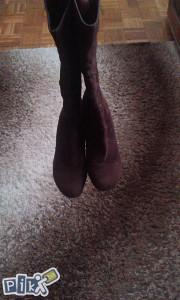 Smeđe  cizme snizene